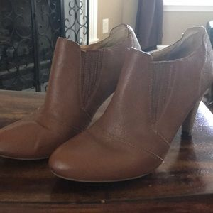 Audrey Brooke booties, brown leather sz8